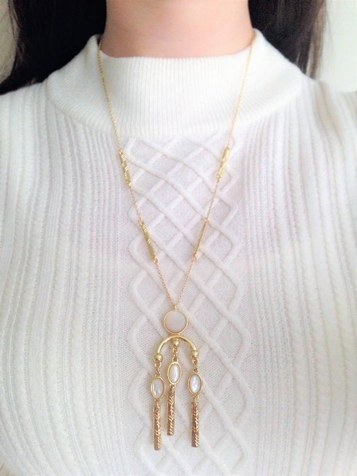House_of_Harlow_gold_pendant_necklace_modelled
