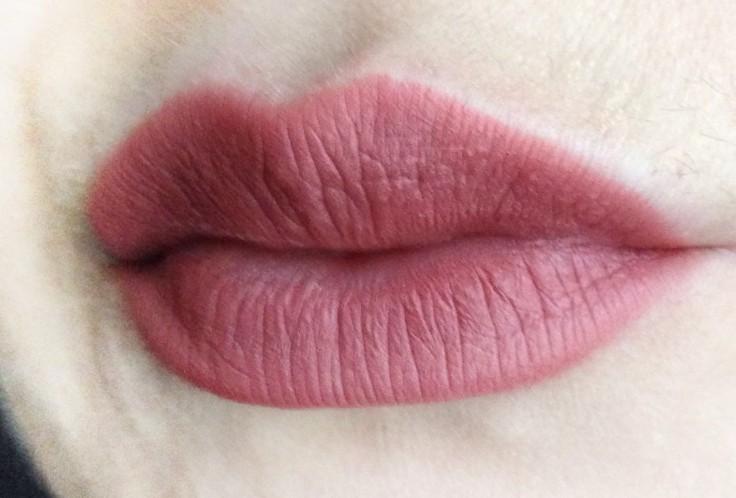 Influenster_Kat_Von_D_Studded_Kiss_Creme_Lipstick_OG_Lolita_lip_swatch