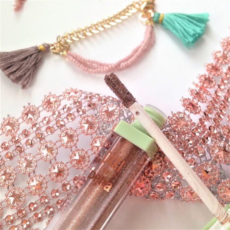 Pixi_Beauty_Liquid_Fairy_Lights_eyeshadow_BareBrilliance_applicator