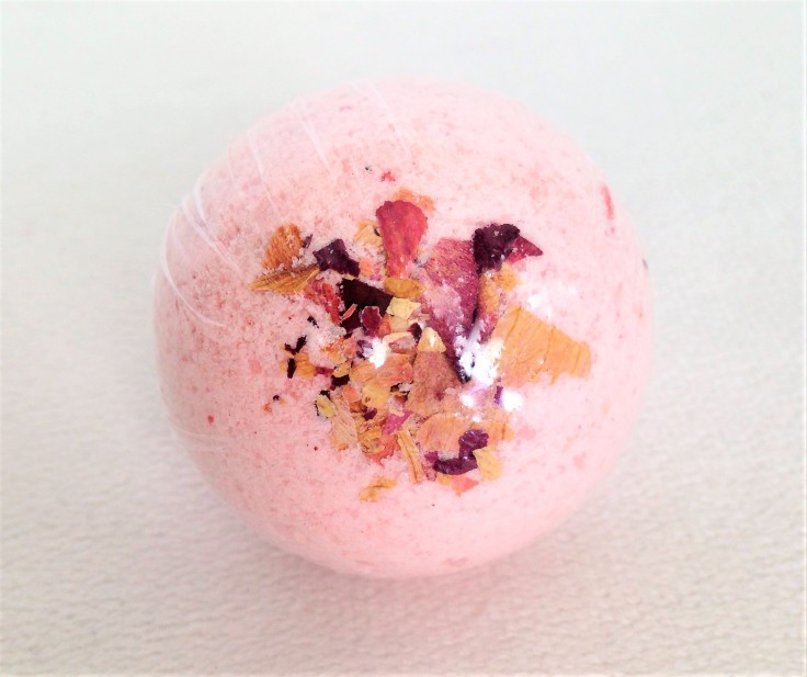 Sweet_Oak_Care_May_2018_review_Natural_Panda_bath_bomb
