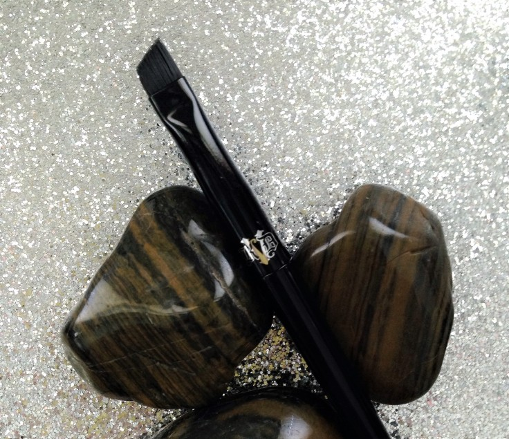 Kat_Von_D_Super_Brow_pomade_brow_brush_Influenster_voxbox_review_brush_closeup